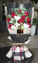 [鮮花速遞,網上訂花] 情人節28枝红玫瑰香水百合花束  #AF43