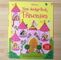 《今日驚喜價$22》#1819 Usborne First Sticker Book 《Princesses》 , 邊玩邊學貼紙書,【課外書】