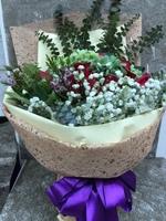 [鮮花速遞,網上訂花] #A080紅玫瑰繡球花束(22枝紅玫加绿色绣球)
